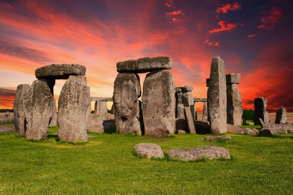 stonehenge 2326750 1280 1